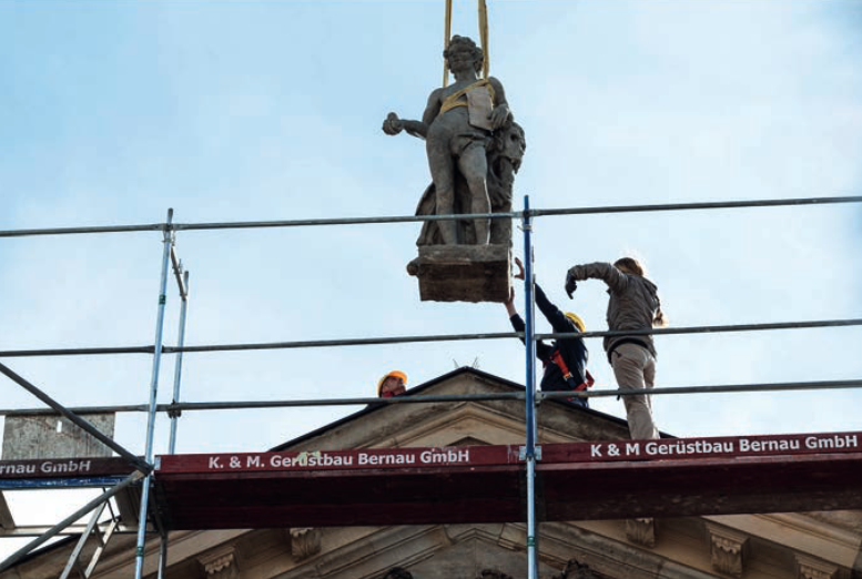 Aufstellung und Rückführung der Attikafiguren auf dem Neubau des Stadtschlosses