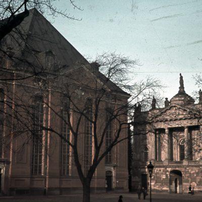 Kirchenschiff mit Schaufassade Langer Stall